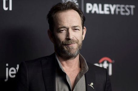 """Mandatory Credit: Photo by Richard Shotwell/Invision/AP/REX/Shutterstock (9476195c) Luke Perry attends the 35th Annual Paleyfest """"Riverdale"""" at the Dolby Theatre, in Los Angeles 35th Annual Paleyfest – Riverdale, Los Angeles, USA – 25 Mar 2018"""